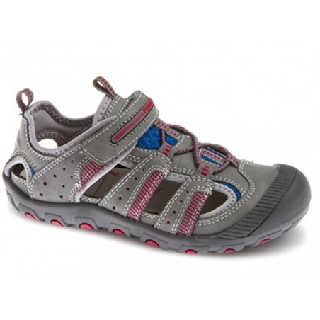 Sandalia con puntera cerrada para niño en color gris